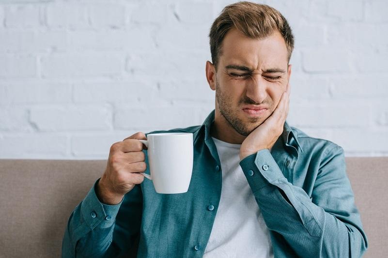 Denti sensibili: le cause e i rimedi più efficaci
