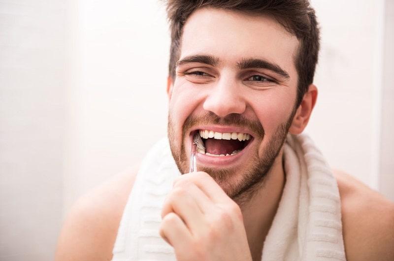 spazzolino manuale o elettrico